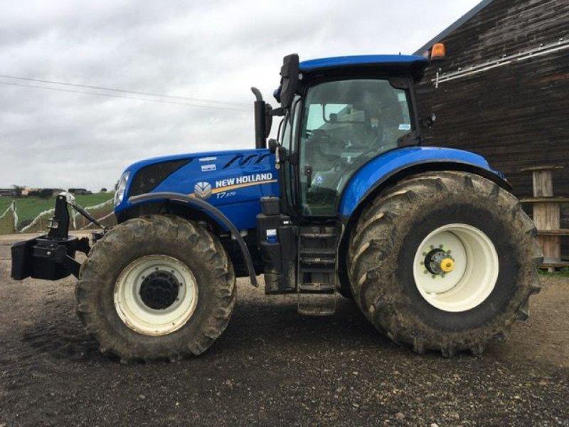 Traktor типа New Holland T7.270 AC GPS, Gebrauchtmaschine в Montauban (Фотография 1)