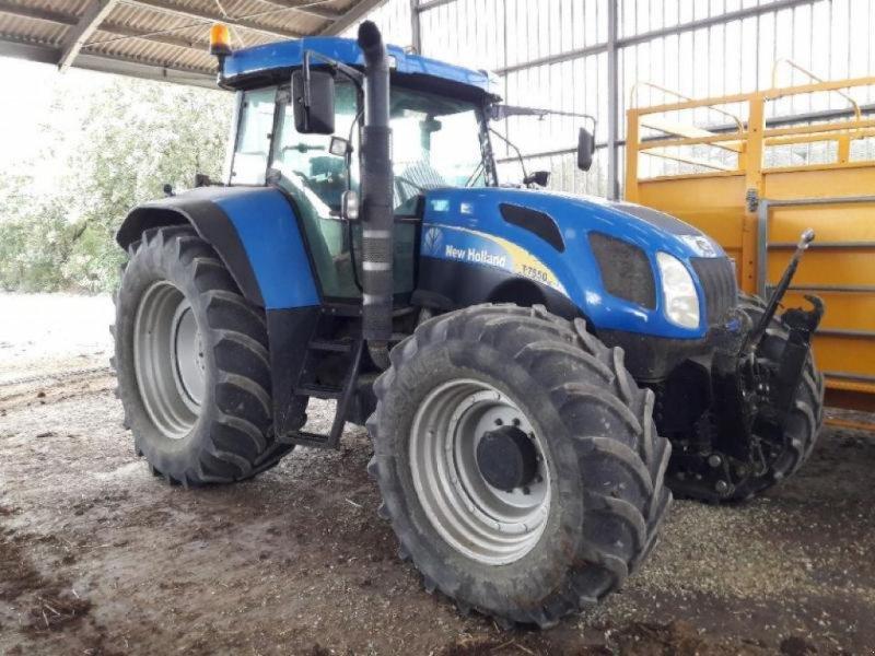 Traktor typu New Holland T7550, Gebrauchtmaschine w ANTIGNY (Zdjęcie 1)