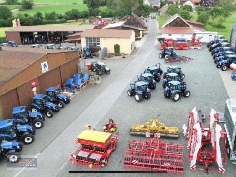 Traktor des Typs New Holland TD5.85 Ausstellungsmaschine, Neumaschine in Lichtenfels (Bild 2)