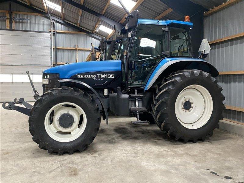 Traktor tipa New Holland TM 135 Affjedret foraksel og kabine, Gebrauchtmaschine u Vejle (Slika 1)