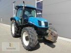 Traktor des Typs New Holland TS 125 A in Neuhof - Dorfborn