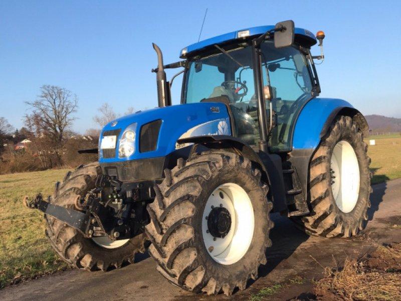Traktor des Typs New Holland TS 135, Gebrauchtmaschine in Schwalmstadt (Bild 1)