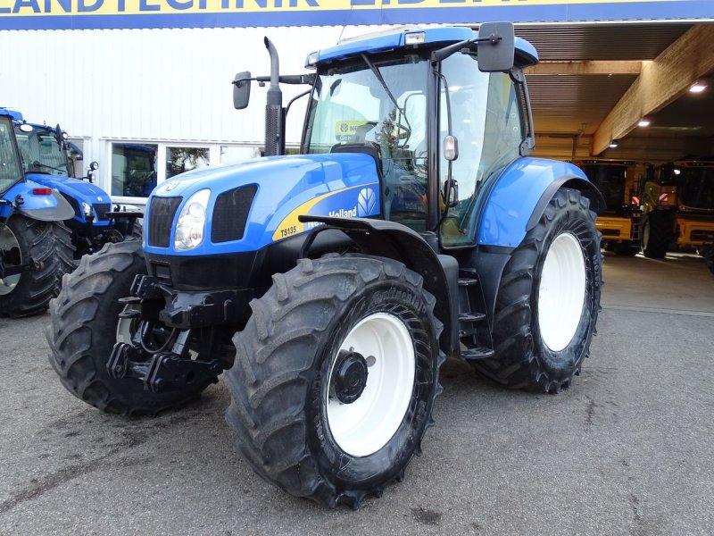 Traktor des Typs New Holland TS135A Plus, Gebrauchtmaschine in Burgkirchen (Bild 1)