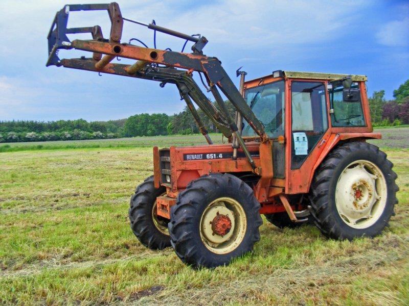 Traktor des Typs Renault 651.4 Frontlader+Allrad+Lenkhilfe, Gebrauchtmaschine in Kutenholz (Bild 1)