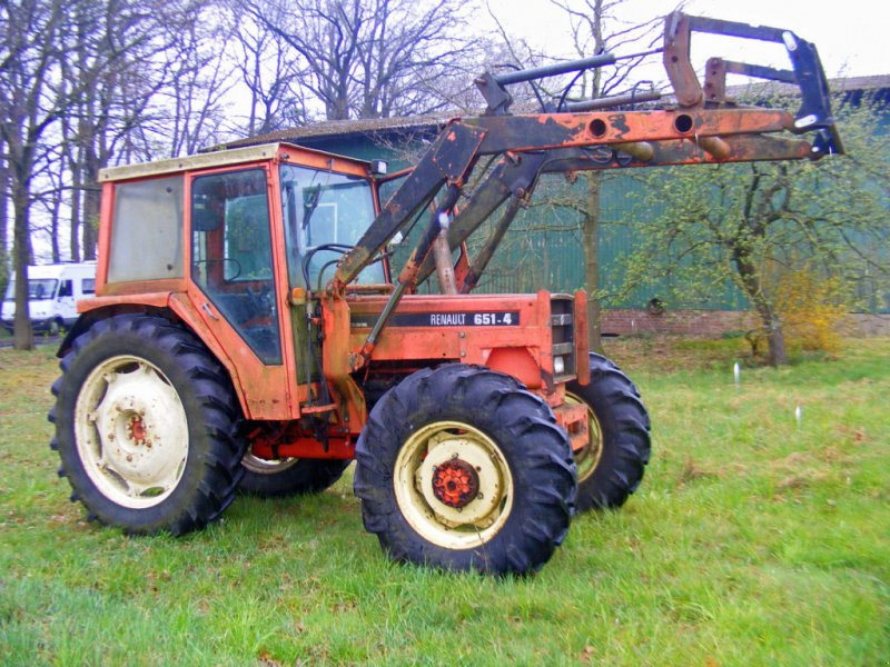 Traktor типа Renault 651.4 Frontlader+Allrad, Gebrauchtmaschine в Kutenholz (Фотография 1)