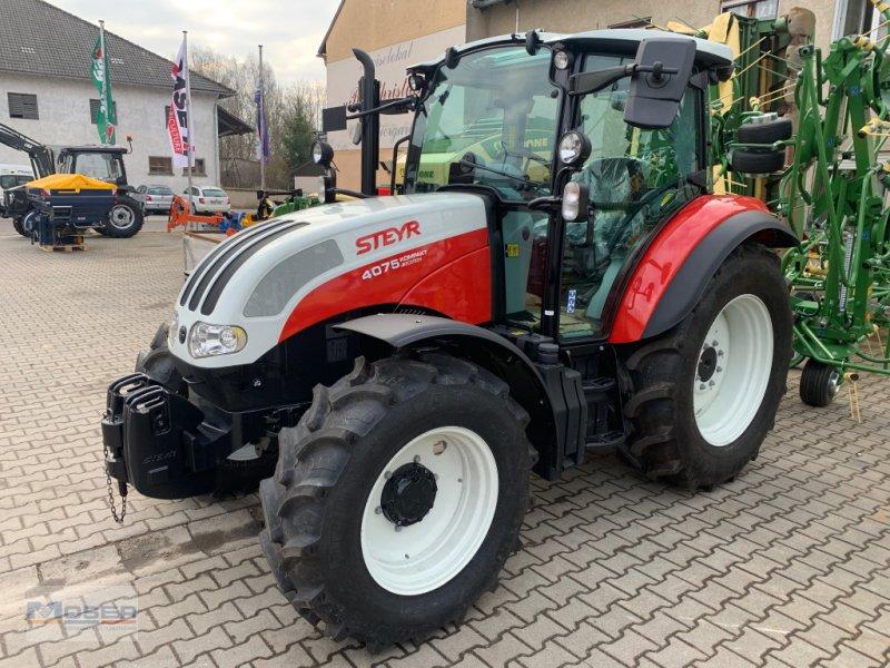 Traktor des Typs Steyr 4075 Kompakt, Neumaschine in Massing (Bild 1)