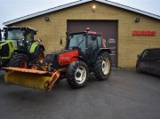 Traktor a típus Valmet 6400 med kost, Gebrauchtmaschine ekkor: Grindsted