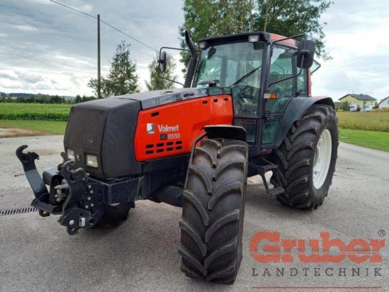 Traktor des Typs Valtra 8550, Gebrauchtmaschine in Ampfing (Bild 1)