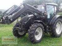 Valtra A 104H4 mit Frontlader Traktor