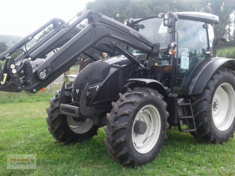 Traktor des Typs Valtra A 104H4 mit Frontlader, Neumaschine in Mainburg/Wambach (Bild 1)