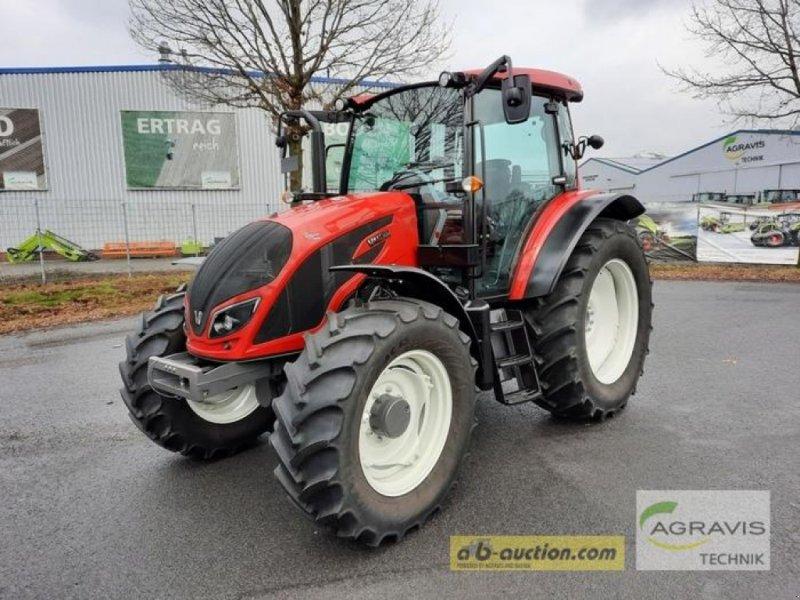 Traktor des Typs Valtra A 114 MH4 HITECH, Gebrauchtmaschine in Meppen-Versen (Bild 1)