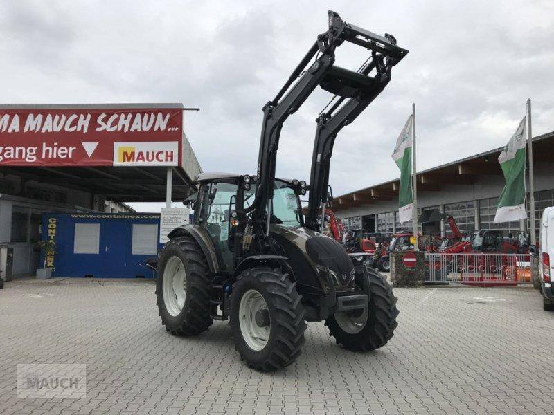 Traktor des Typs Valtra A 114, Neumaschine in Burgkirchen (Bild 1)