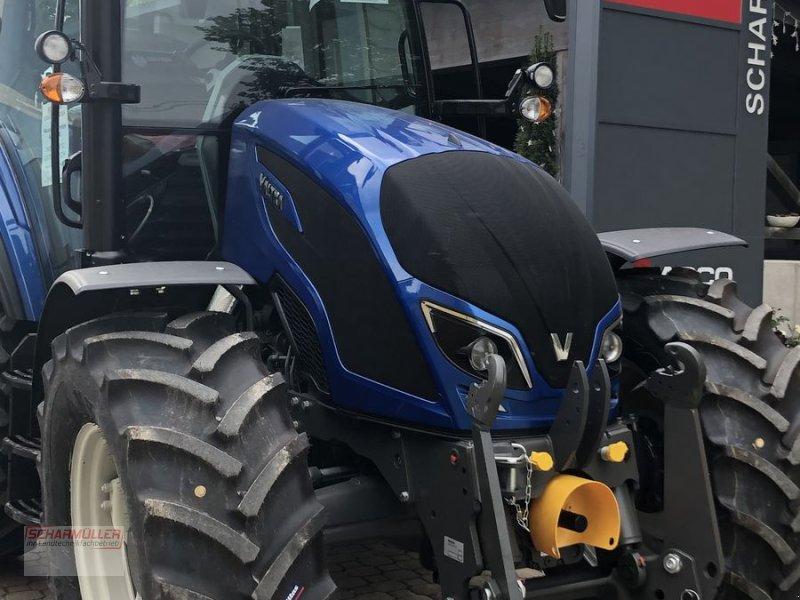 Traktor des Typs Valtra A 114, Vorführmaschine in Lenzing (Bild 1)