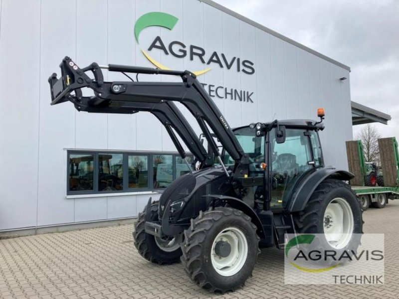 Traktor of the type Valtra A 134 HITECH, Neumaschine in Apenburg-Winterfeld (Picture 1)