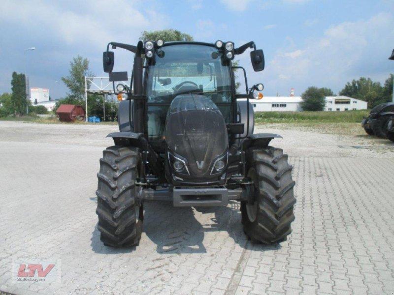 Traktor des Typs Valtra A 94 1C7, Neumaschine in Eggenfelden (Bild 5)