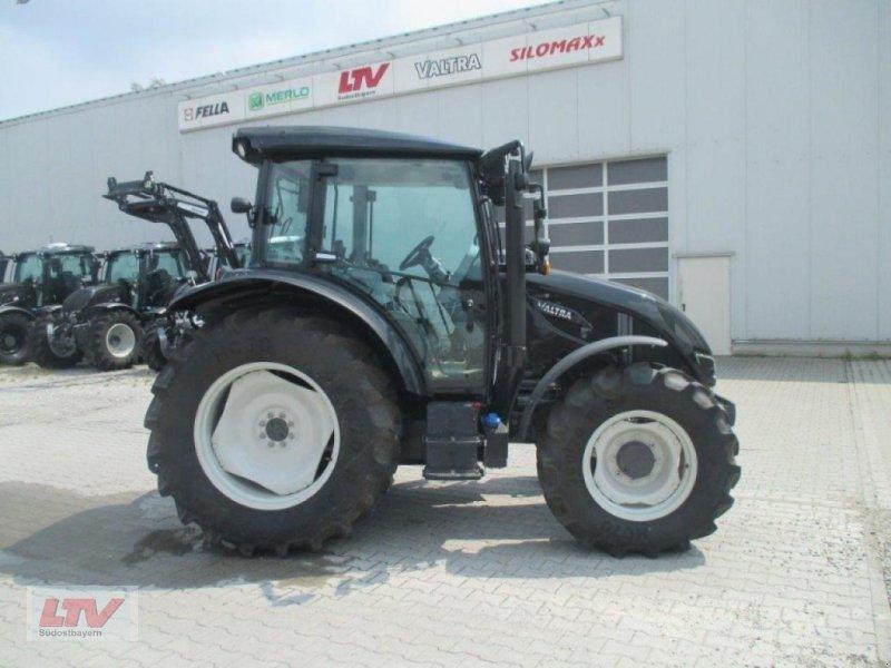 Traktor des Typs Valtra A 94 1C7, Neumaschine in Eggenfelden (Bild 1)