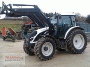 Valtra A104 mit Frontlader Traktor