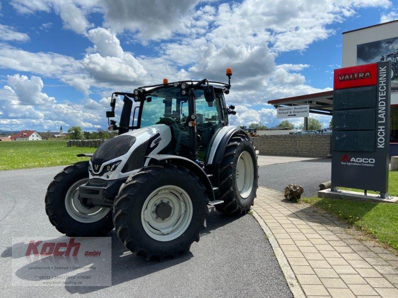 Traktor des Typs Valtra G 105 A, Neumaschine in Neumarkt / Pölling (Bild 1)