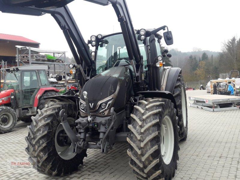 Traktor des Typs Valtra G 125 A mit FL, Neumaschine in Mainburg/Wambach (Bild 1)