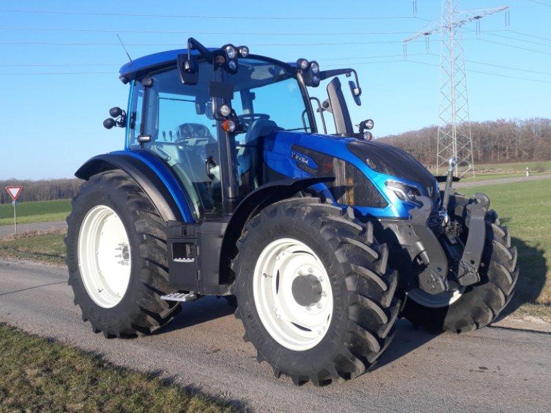 Traktor des Typs Valtra G 125 Active, Neumaschine in Uffenheim (Bild 1)