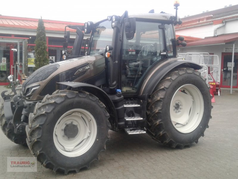 Traktor des Typs Valtra G 125 Versu, Neumaschine in Mainburg/Wambach (Bild 1)