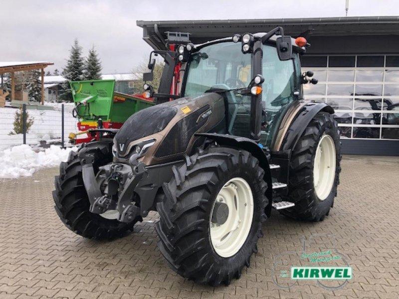 Traktor des Typs Valtra G 135 Active, Neumaschine in Blankenheim (Bild 1)
