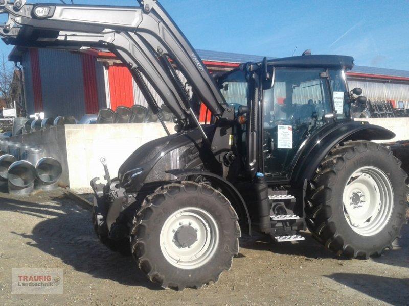Traktor des Typs Valtra G125 Versu mit FL ab Lager, Neumaschine in Mainburg/Wambach (Bild 1)