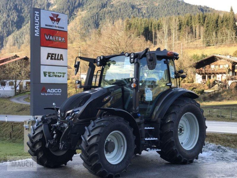 Traktor des Typs Valtra G135 Active, Stufe 5, Neumaschine in Eben (Bild 1)