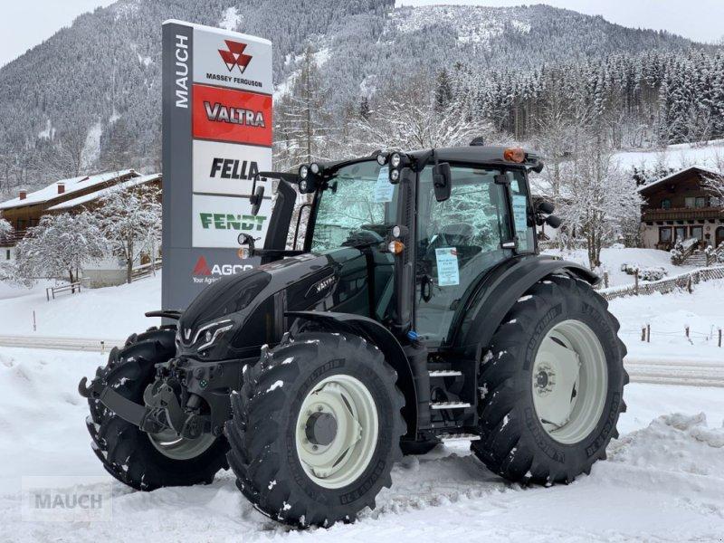 Traktor des Typs Valtra G135 V Stufe V, Neumaschine in Eben (Bild 1)