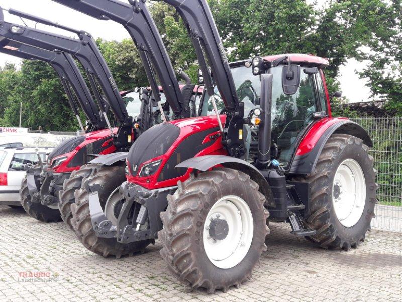 Traktor des Typs Valtra N 104 H5 mit FL und Rüfa, Neumaschine in Mainburg/Wambach (Bild 1)
