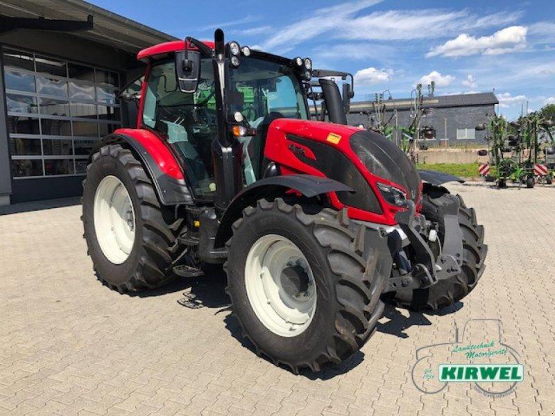 Traktor des Typs Valtra N 104 H5, Neumaschine in Blankenheim (Bild 1)