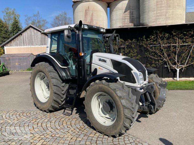 Traktor des Typs Valtra N 113 Hi-Tech, Gebrauchtmaschine in Burgkirchen (Bild 1)