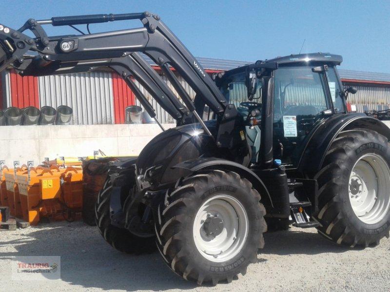 Traktor des Typs Valtra N 114 H5 mit FL, Neumaschine in Mainburg/Wambach (Bild 1)
