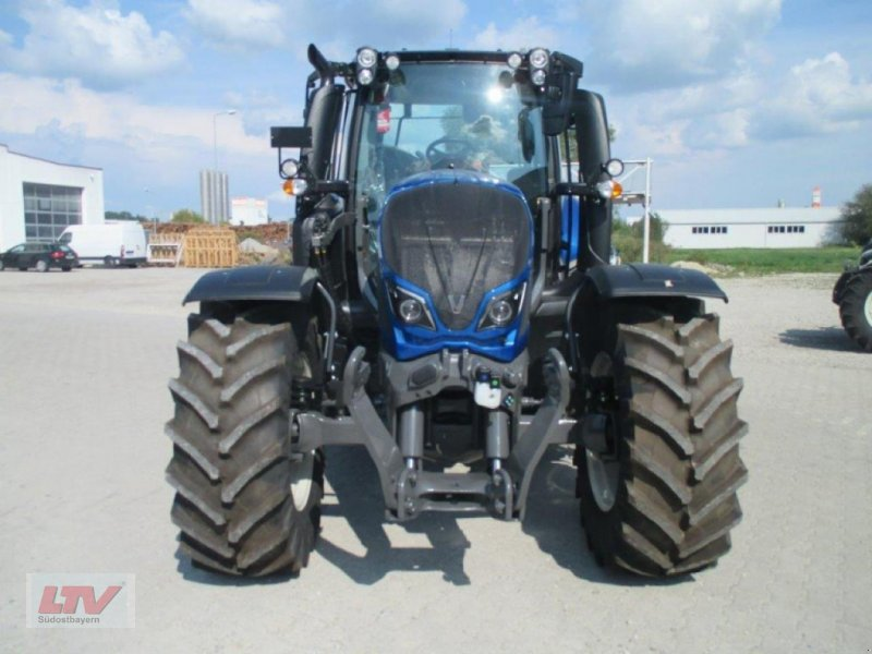 Traktor des Typs Valtra N 114e H 1B7, Neumaschine in Eggenfelden (Bild 5)