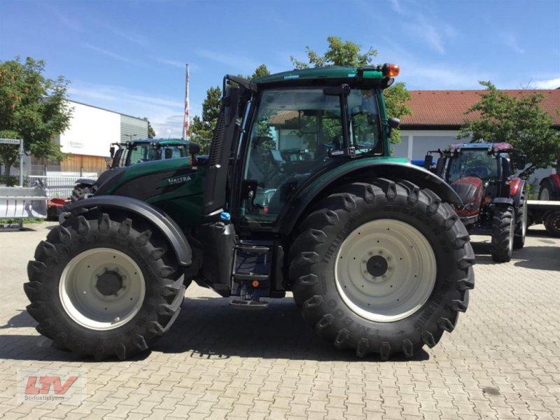 Traktor des Typs Valtra N 134 D 1C8 Rüfa, Neumaschine in Eggenfelden (Bild 1)