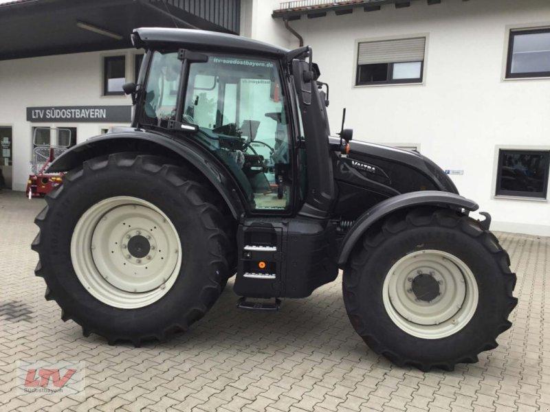Traktor des Typs Valtra N 134 D 1C8, Neumaschine in Eggenfelden (Bild 1)