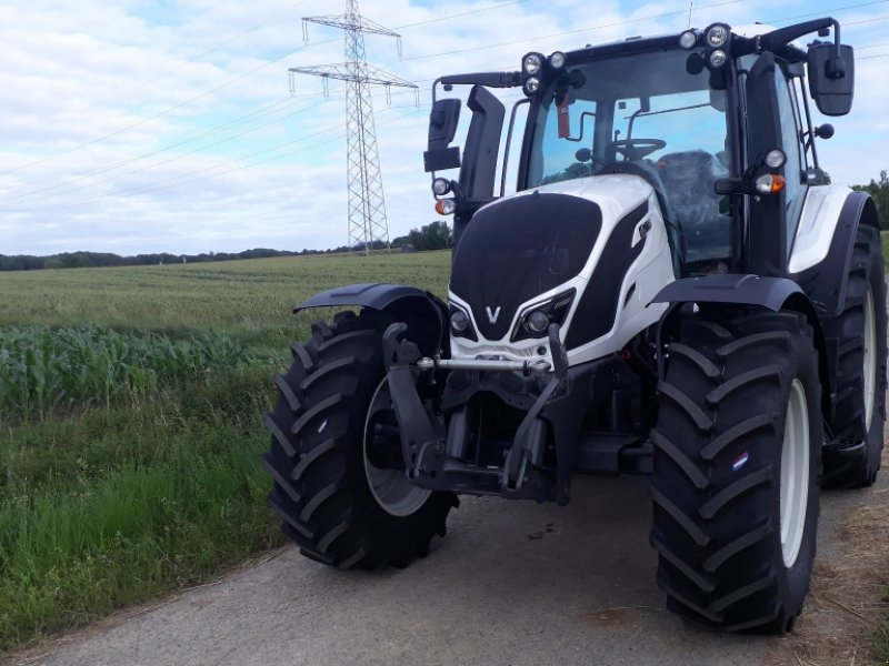Traktor des Typs Valtra N 134, Gebrauchtmaschine in Uffenheim (Bild 2)