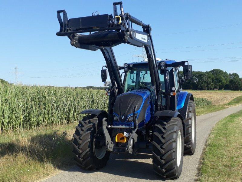 Traktor des Typs Valtra N 154 E V, Gebrauchtmaschine in Uffenheim (Bild 2)