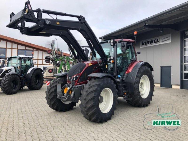 Traktor des Typs Valtra N 174 Active, Neumaschine in Blankenheim (Bild 1)