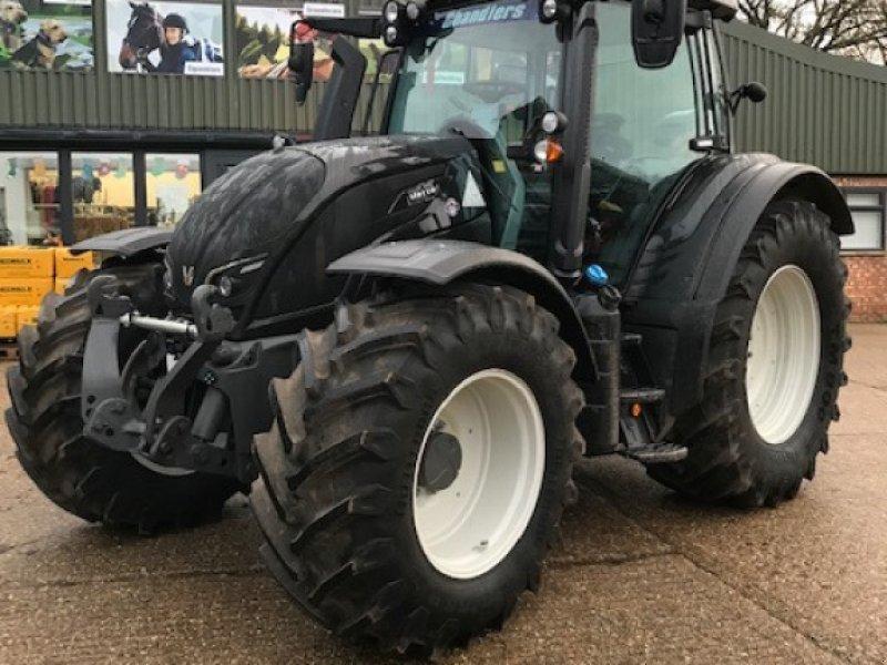 Traktor des Typs Valtra N 174 D, Neumaschine in Grantham (Bild 1)