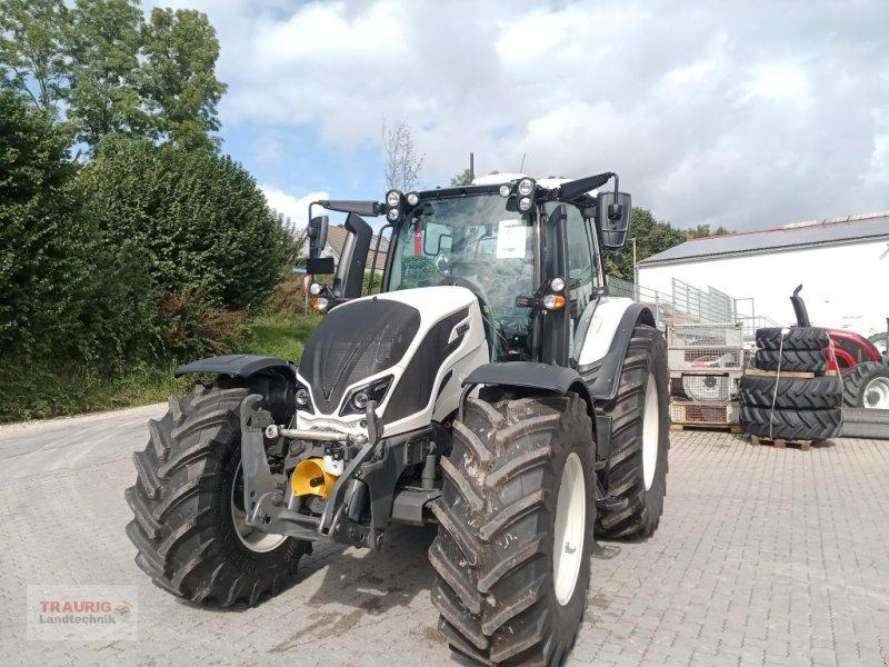 Traktor des Typs Valtra N 174 D, Neumaschine in Mainburg/Wambach (Bild 1)