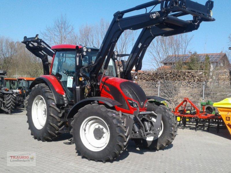 Traktor des Typs Valtra N 174A mit Rüfa und FL, Neumaschine in Mainburg/Wambach (Bild 1)