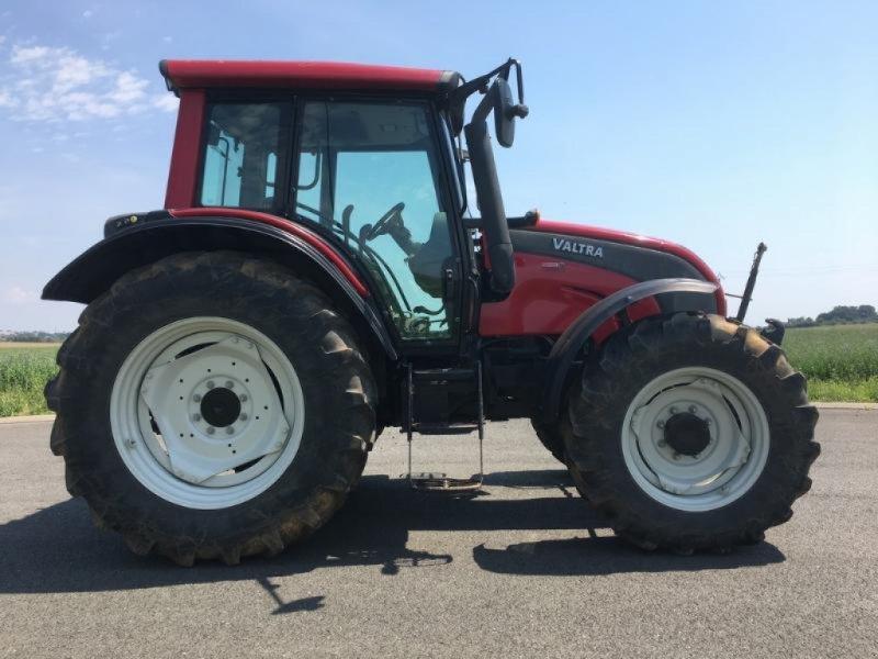 Traktor des Typs Valtra N101, Gebrauchtmaschine in L'ABSIE (Bild 4)