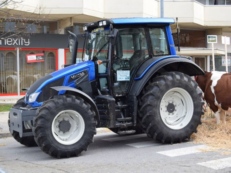 Traktor des Typs Valtra N103H5, Gebrauchtmaschine in Levier (Bild 2)