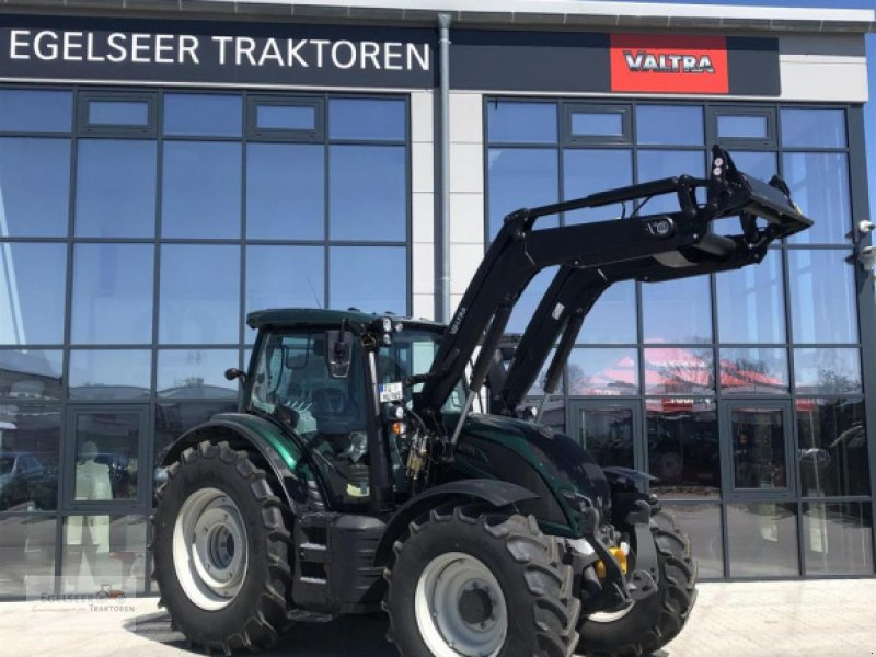Traktor of the type Valtra N134A, Neumaschine in Fürth / Burgfarrnbach (Picture 1)