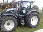 Traktor des Typs Valtra N134D mit Rüfa in Mainburg/Wambach