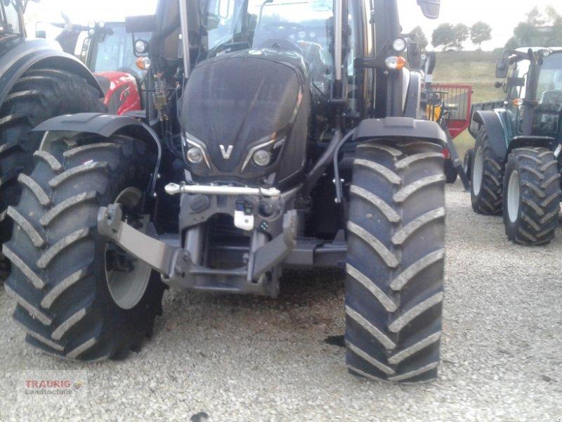 Traktor des Typs Valtra N154d mit Frontlader, Neumaschine in Mainburg/Wambach (Bild 2)