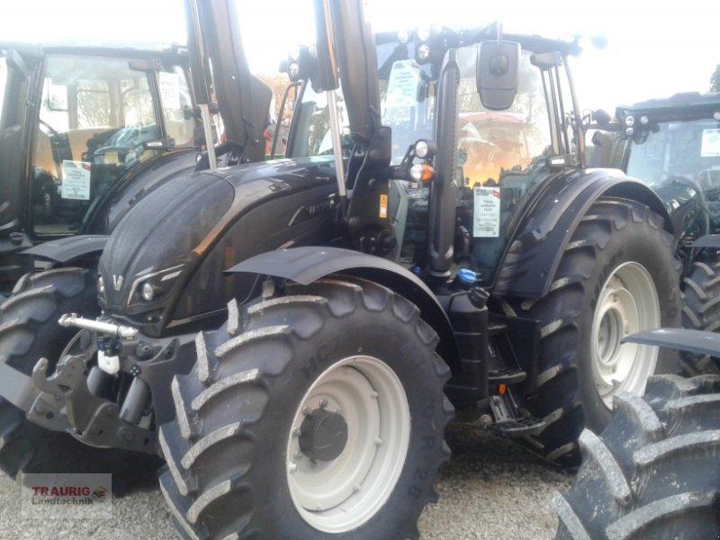 Traktor des Typs Valtra N154d mit Frontlader, Neumaschine in Mainburg/Wambach (Bild 5)