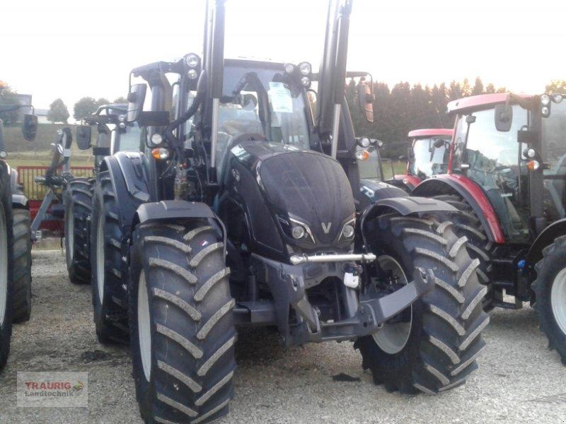 Traktor des Typs Valtra N154d mit Frontlader, Neumaschine in Mainburg/Wambach (Bild 9)