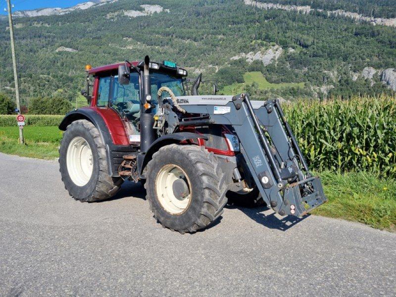 Traktor типа Valtra N163D rot Traktor, Gebrauchtmaschine в Chur (Фотография 1)
